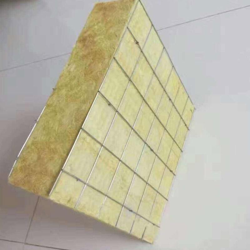 免拆模一体化保温板